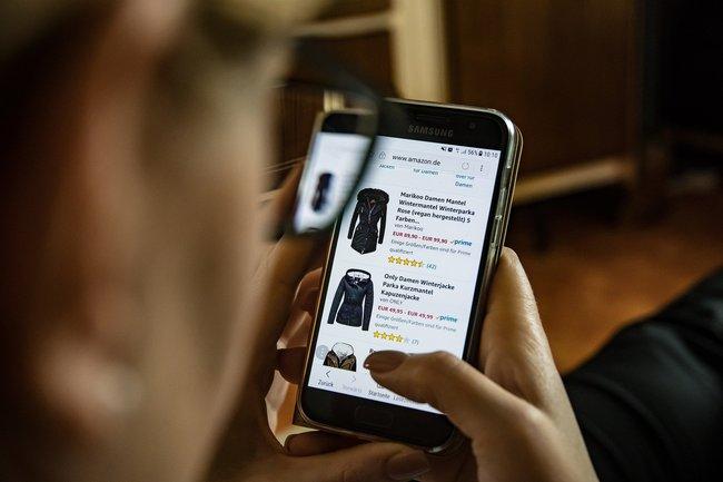 Podwoiło się korzystanie z aplikacji dowożących jedzenie – wpływu epidemii na zwyczaje zakupowe